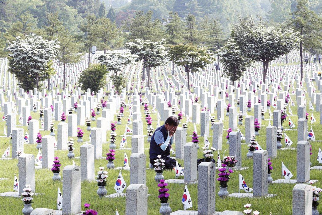 要讓這一切被集體掩埋在大戰爭敘事下的骨骸得以出土,這些悲劇都可以被訴說、調查、賠...