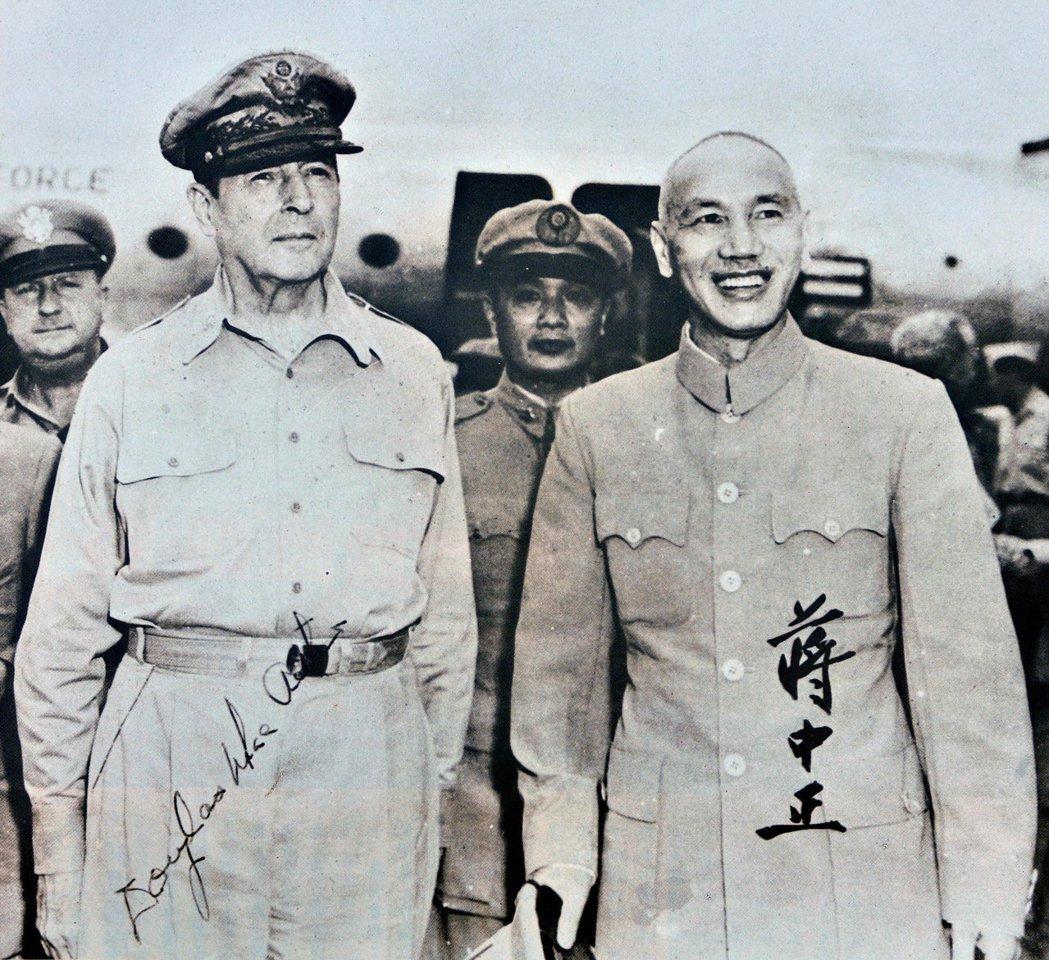 韓戰爆發,尤其影響了兩岸關係與東亞平衡,也深深影響了台灣。圖為麥克阿瑟來訪台灣,...
