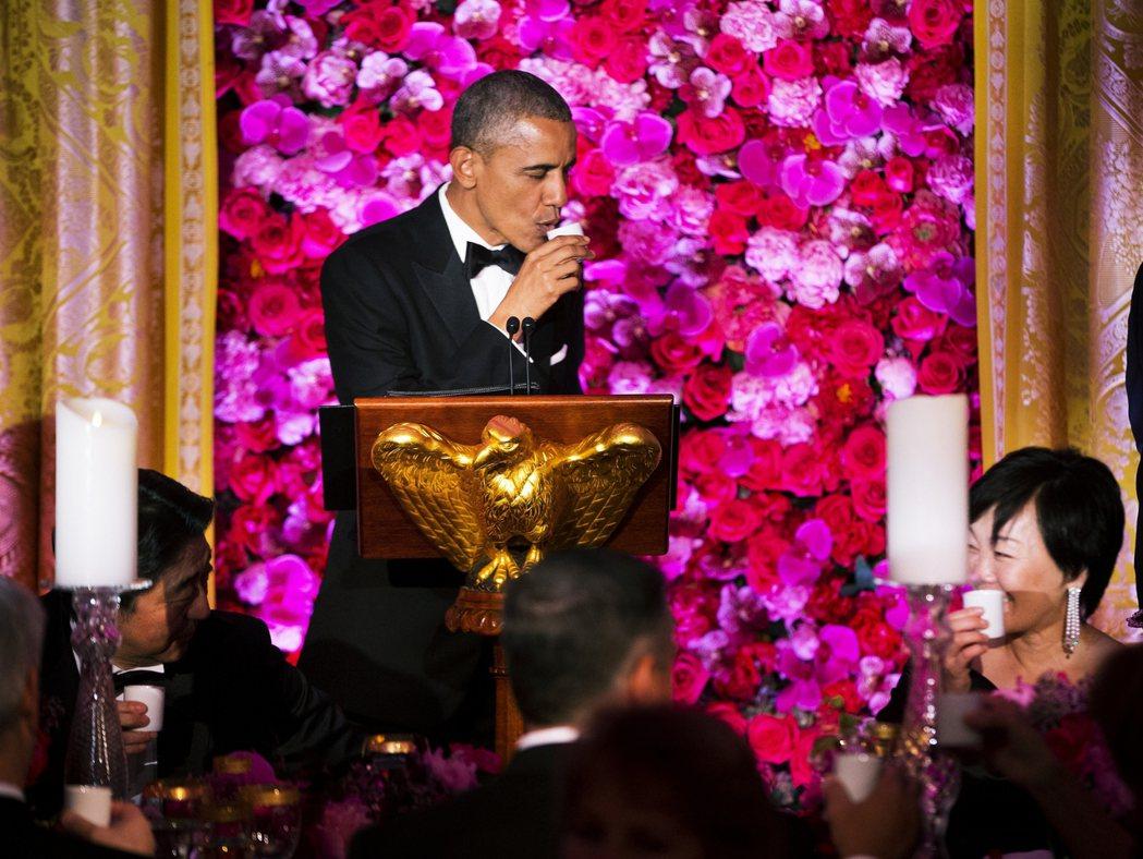 2015年時任美國總統的歐巴馬訪問日本,由首相安倍晉三夫婦設宴招待,讓歐巴馬品嘗...