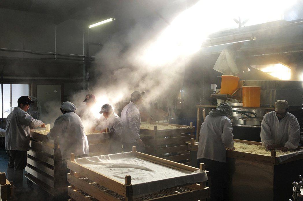 圖為日本的酒造。日本酒的釀造過程中,酒米的選用與精米步合,是相當重要的步驟,宛如...