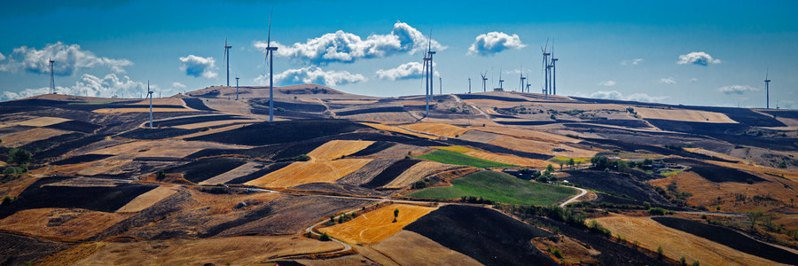 國際能源署認為採用風力發電,可降低排碳的持續增加。(Photo by Pas-quale Paolo Cardo on Flicker under Creative Commons license)