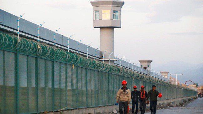 中國新疆維吾爾自治區大坂城,這是一座被北京稱為「職業技能教育中心」的外圍。攝於2...