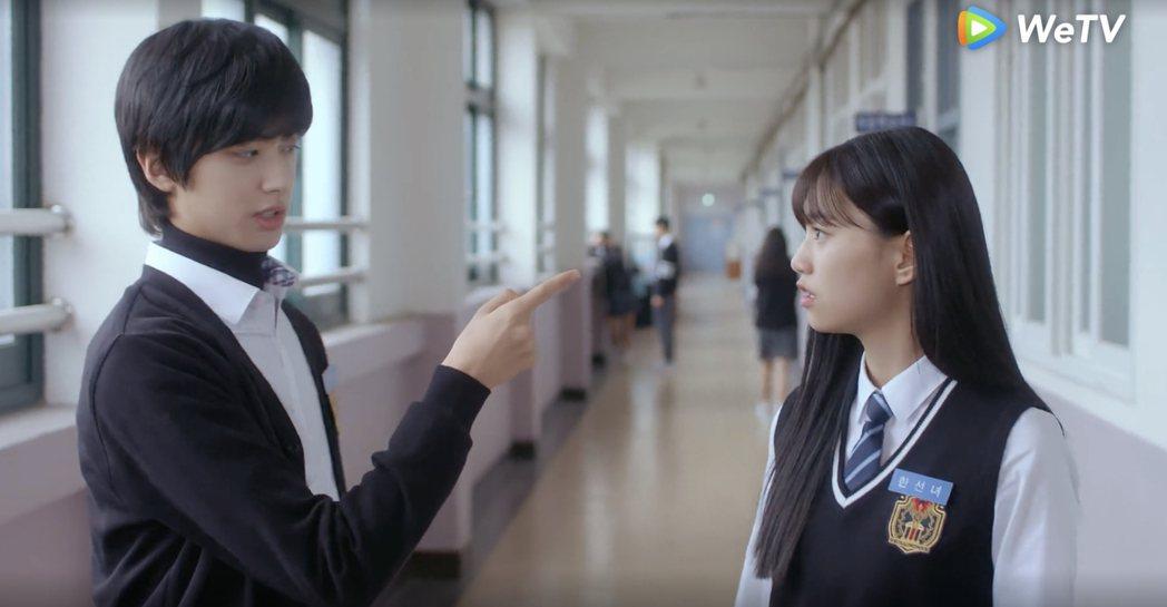 金旻奎(左)和金度延共譜校園戀曲。圖/WeTV提供