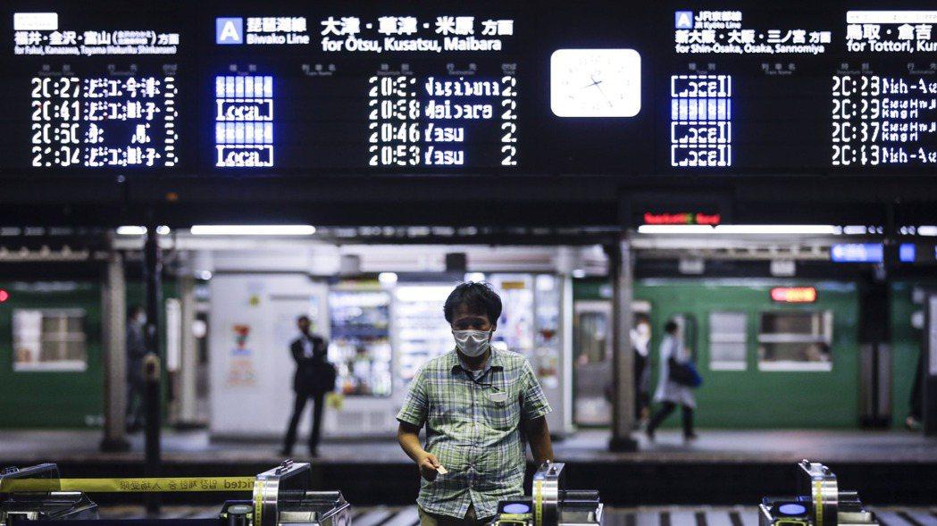 日本5月工業生產較前月下降8.4%,為連續第四個月下滑;5月失業率升至三年來最高...