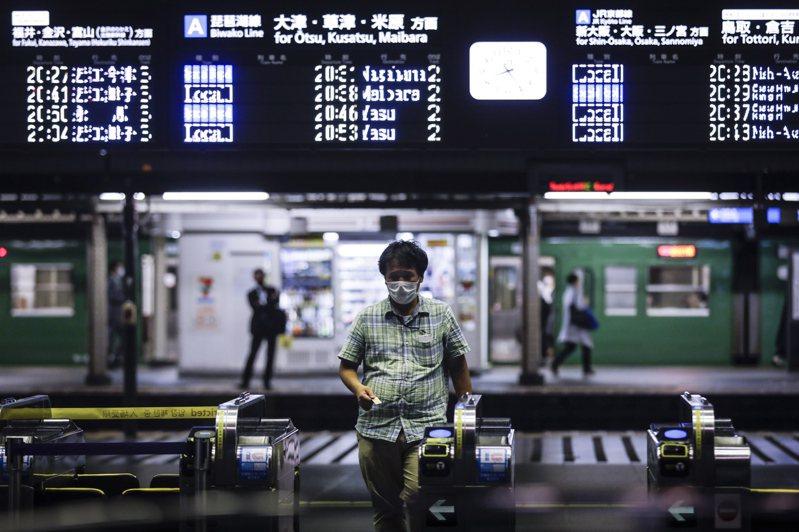 日本5月工業生產較前月下降8.4%,為連續第四個月下滑;5月失業率升至三年來最高的2.9%。歐新社