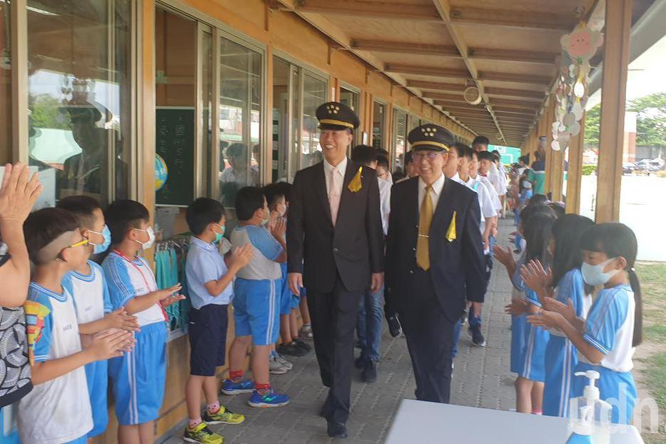 影/東陽國小畢典 37名畢業生搭機啟航通往幸福站