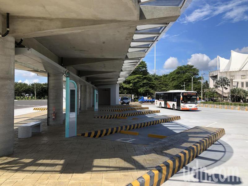 嘉義縣海區7鄉鎮市居民期盼已久的朴子市轉運站,施工2年多完工,明天啟用,嘉義客運BRT率先進駐新站。記者魯永明/攝影