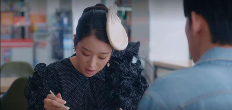 女星徐睿知在最新一集「雖然是精神病但沒關係」配戴BVLGARI B.zero1 ...