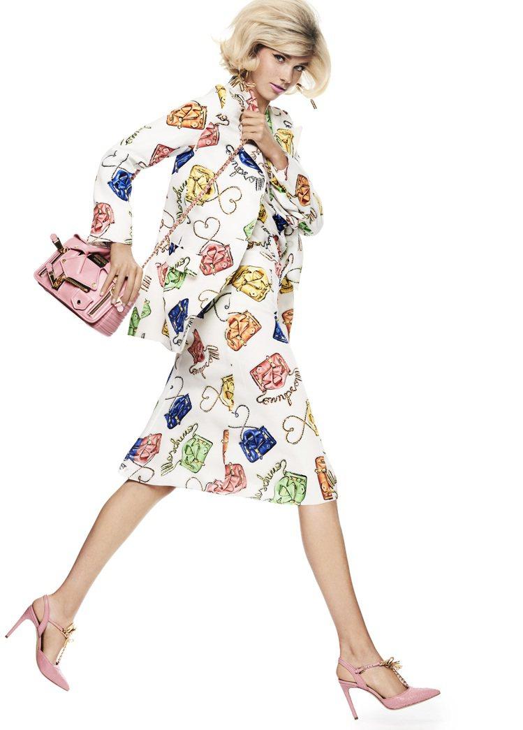 皮夾克包也化身服裝上的彩色印花。圖/MOSCHINO提供