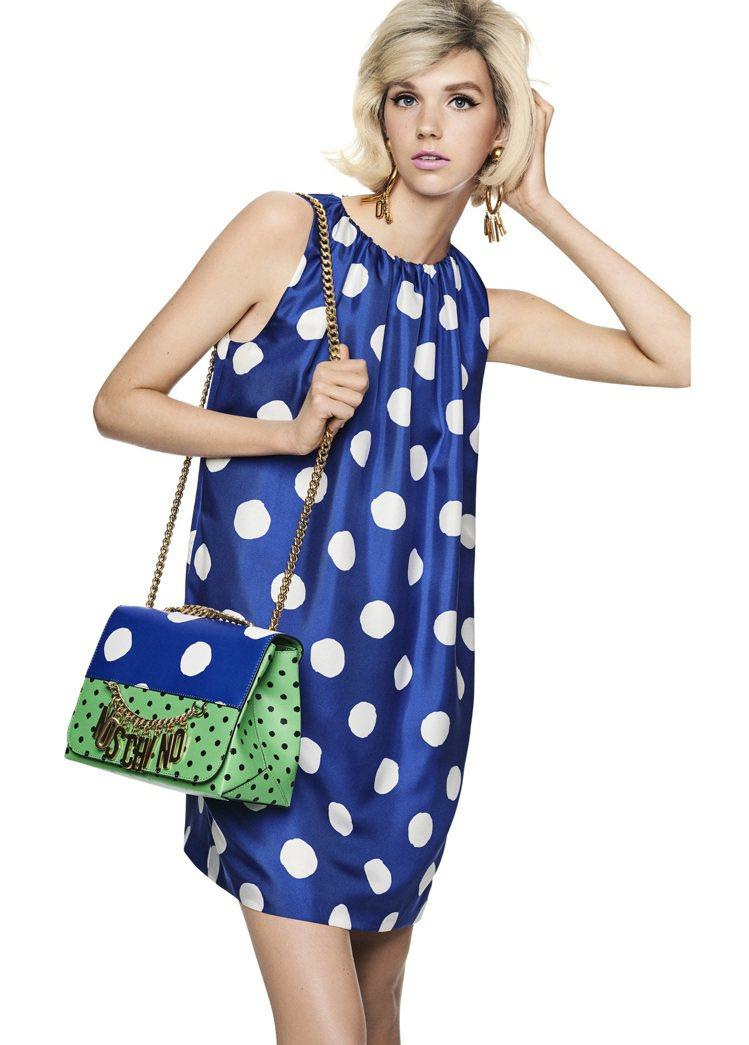 MOSCHINO推出了2021早春女裝度假系列 ,波卡圓點圖案以不同大小、單獨呈...