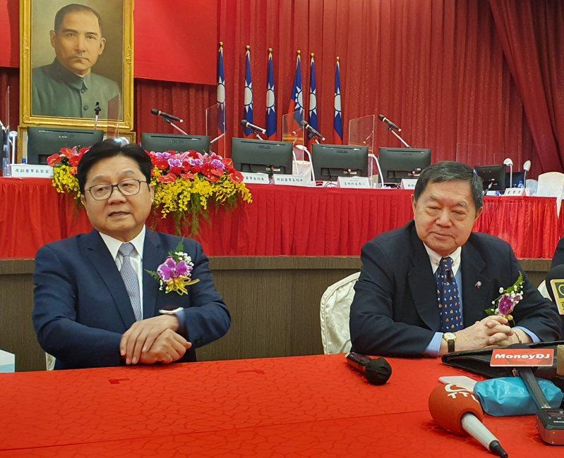 遠東新董事長徐旭東(右)與副董事長席家宜。記者曾仁凱/攝影