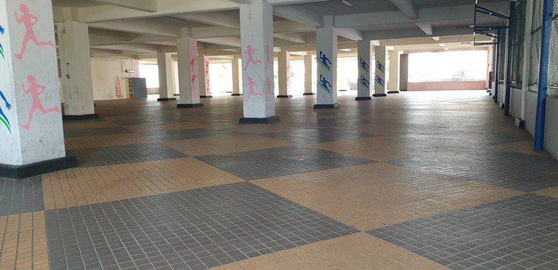 五股立體停車場共有七層樓,一樓為閒置廣場用地。記者吳亮賢/攝影
