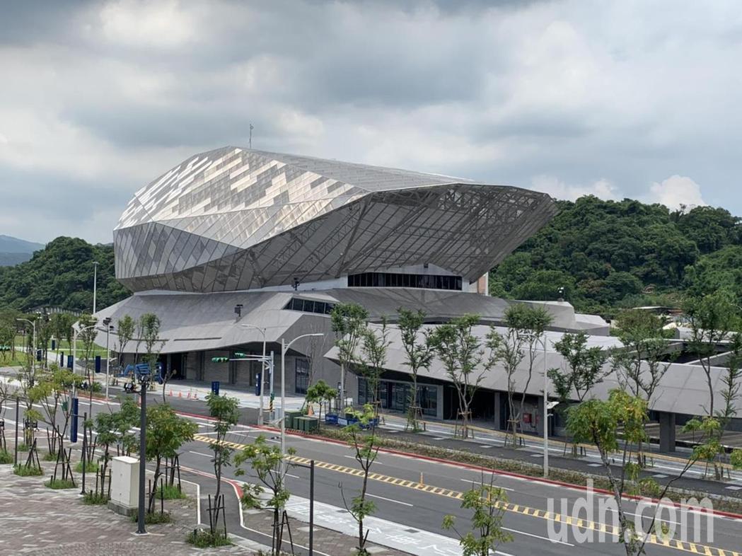 南基地產業區(3間Live House、主題餐廳)預估明年9月開幕。記者趙宥寧/...