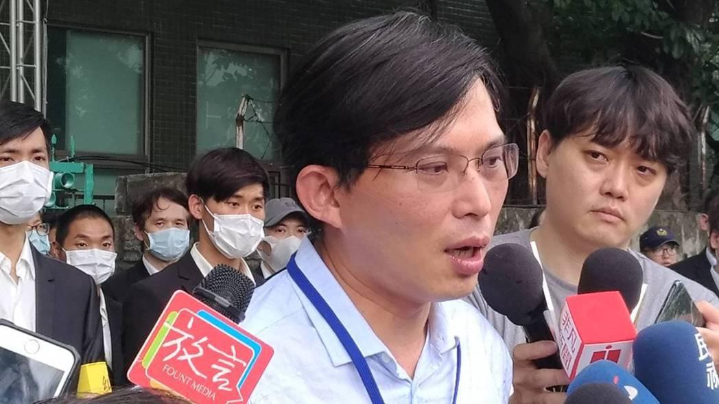 市場派提名參選獨立董事的前立委黃國昌,今日在大同股東會後,他大為不滿的強調,「公...