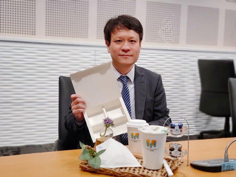 華紙搶食手搖茶商機,推出全新「益利」無塑紙杯與紙封膜。(圖/華紙提供)