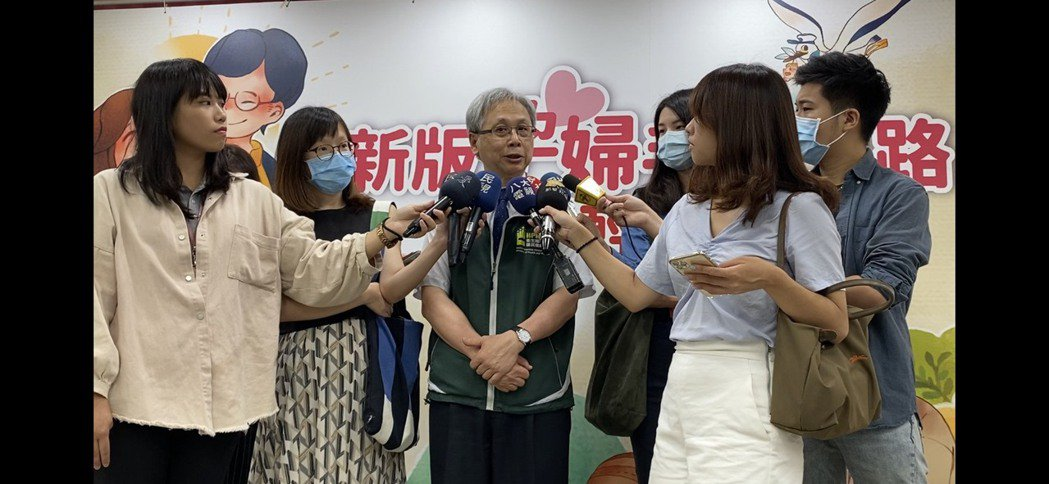 國健署署長王英偉今會後受訪表示,現在如外送方便,包括食物攝取、運動型態等改變,也...