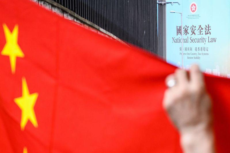 中共全國人大常委會會議30日上午以162票全票通過「港版國安法」。 法新社