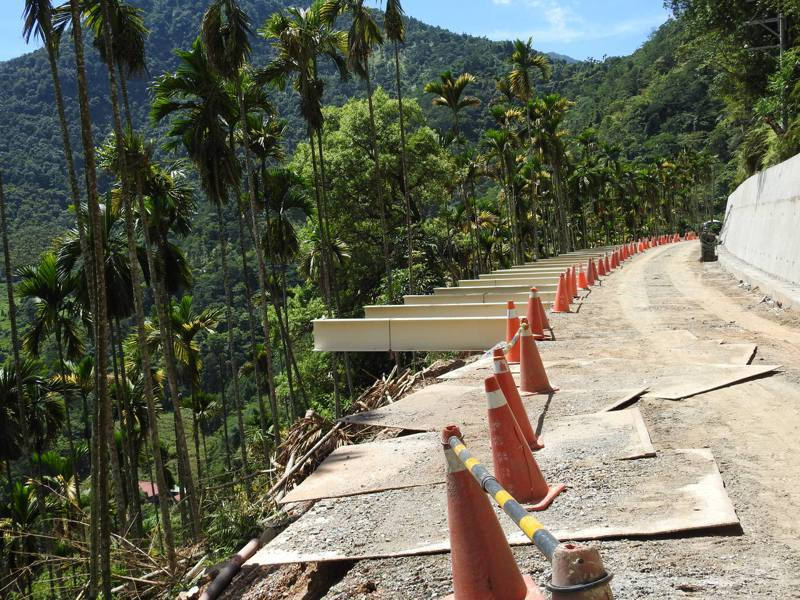 南投縣政府砸8600萬元以懸臂式棧橋設計拓寬投70線約800米道路,堪稱全台首創。記者賴香珊/攝影