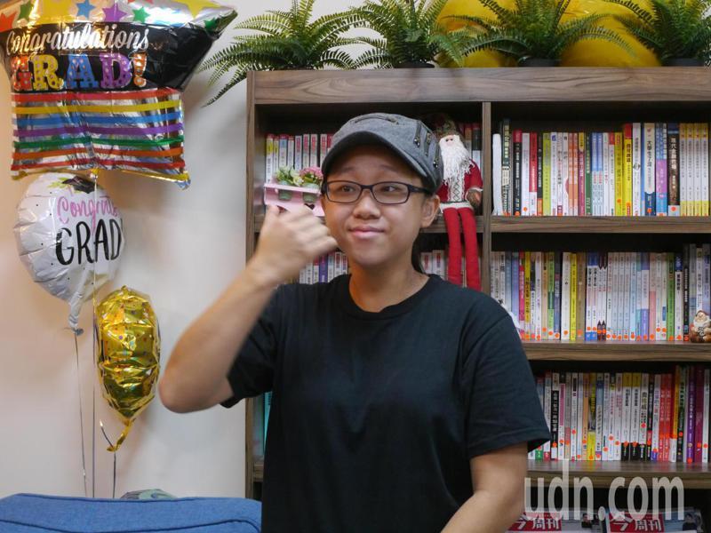 陳嘉智喜歡吃麵包,專攻烘焙領域,去年獲得「統一烘焙盃校際烘焙大賽」優勝獎。記者徐白櫻/攝影