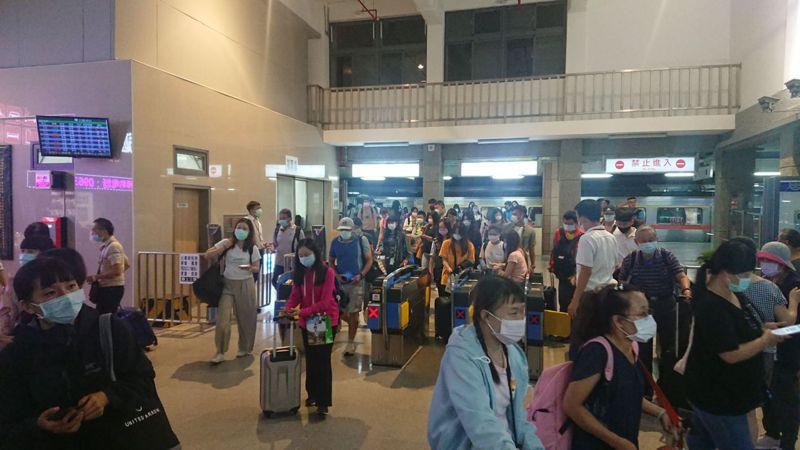 端午連假期間,台鐵疏運量大,火車票一票難求。圖/報系資料照片