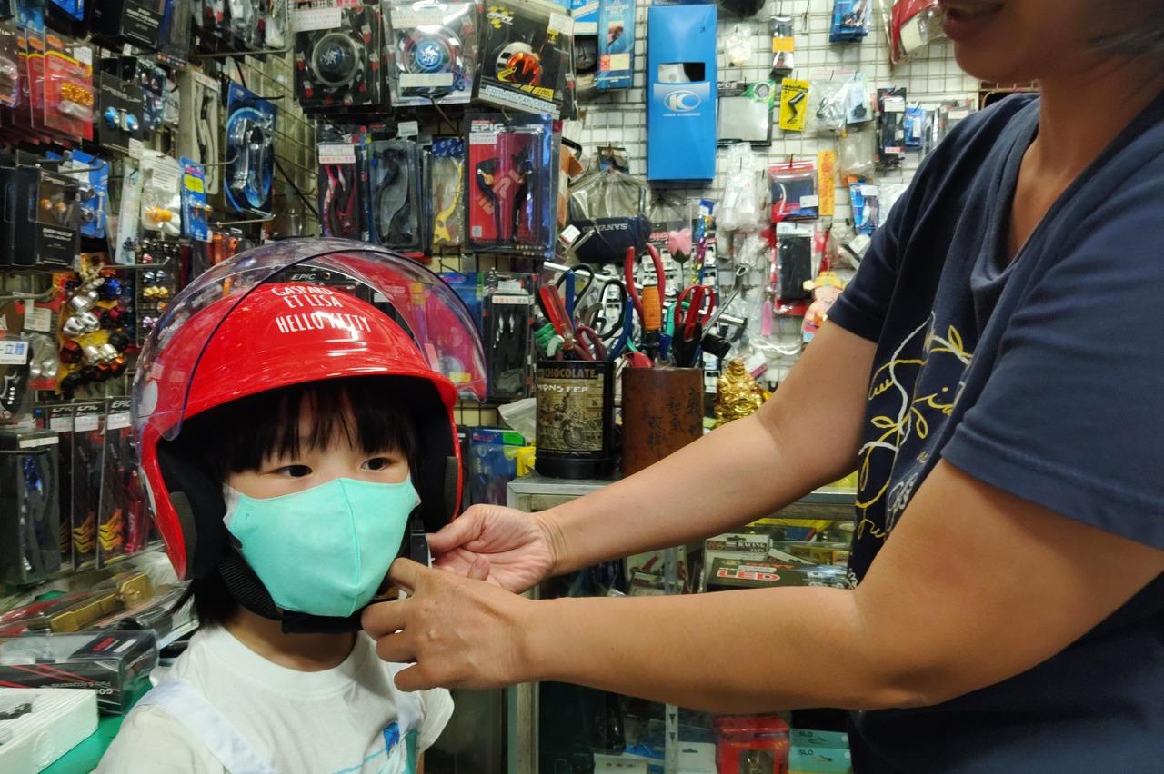 【罩住安全3】幼兒頭小安全帽難挑 專家:5歲以下別坐機車