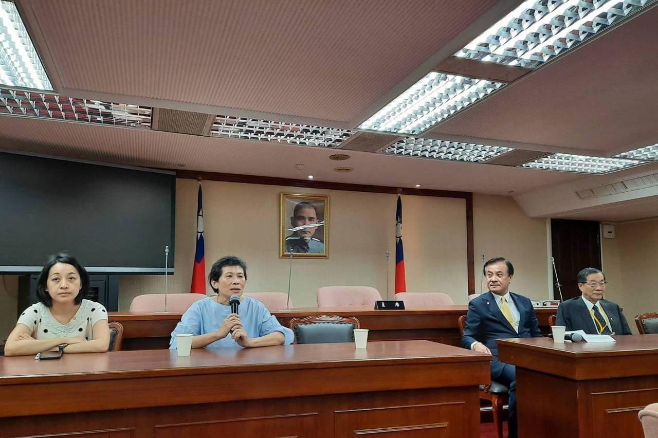 考委被提名人拜會立院 時力出考卷、民眾黨拒見