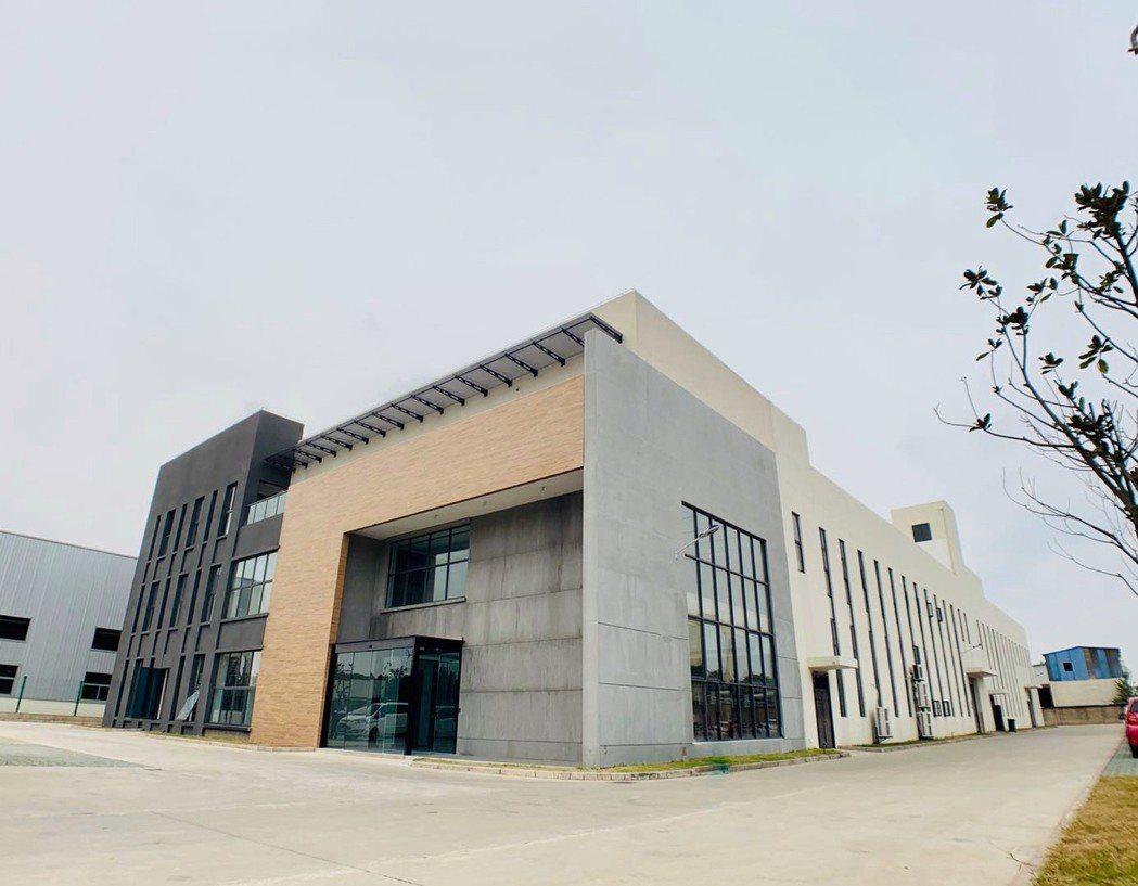 由岩築國際開發全案規劃設計的上海三嵩精密企業總部外觀。岩築國際開發/提供