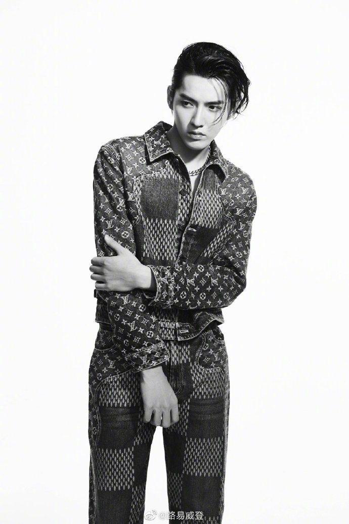 吳亦凡演繹早秋LV²系列登上大陸時尚芭莎雜誌。圖/取自微博