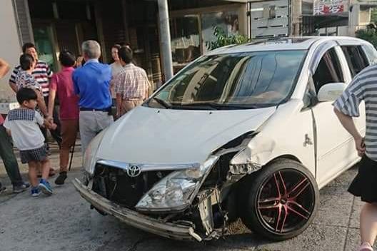 看到警察開車快逃竟撞車 台中警逮一男一女有毒品