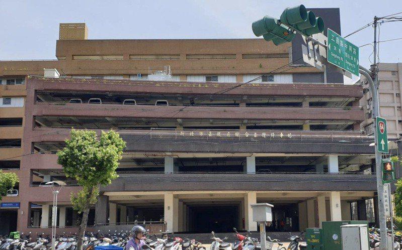 五股立體停車場,1樓為閒置廣場用地。記者吳亮賢/攝影
