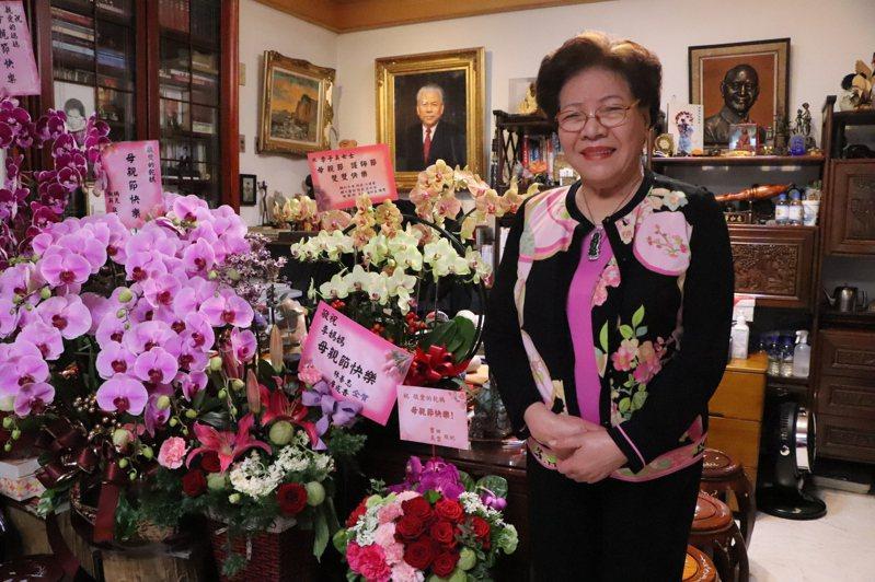 李鴻源、李鴻鈞的母親李子美,是台灣首批受訓合格的「鄉村限地助產士」。記者吳亮賢/攝影