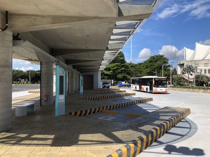 嘉義縣海區7鄉鎮市居民期盼已久的朴子市轉運站,施工2年多完工,今天啟用,嘉義客運BRT率先進駐新站。記者魯永明/攝影
