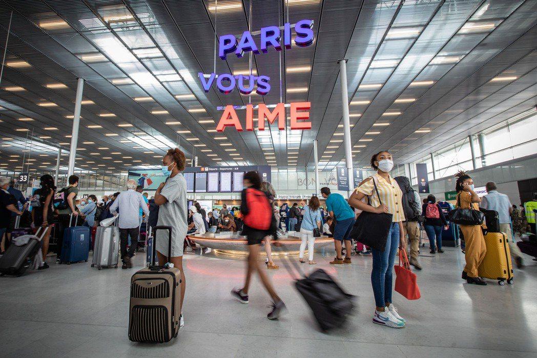歐盟七月一日起將重開邊境,圖為法國奧利機場。(新華社)