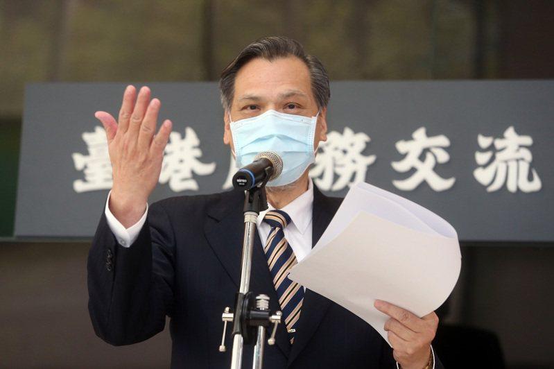 陸委會主委陳明通昨天主持「台港服務交流辦公室」揭牌儀式 ,受訪表示香港國安法是天朝帝國對世界子民發出的律令,必須嚴肅的面對。記者曾吉松/攝影