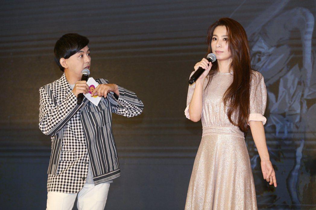 田馥甄(右)與黃子佼(左)同台,宣布小巨蛋演唱會資訊。記者曾原信/攝影