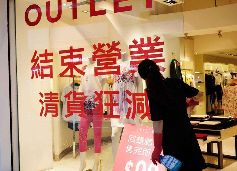 港政統計處6月30日發表最新數字顯示,香港零售銷售連跌16個月,5月零售業總銷貨值268億元,按年下跌32.8%,差過市場預期。(中通社)