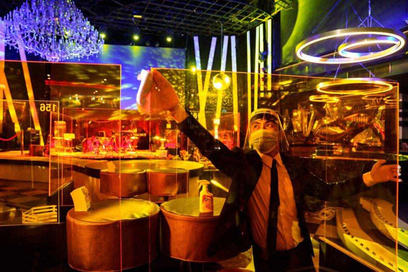 泰國7月1日全面開放商業和娛樂活動,但緊急狀態將延長到7月底。路透