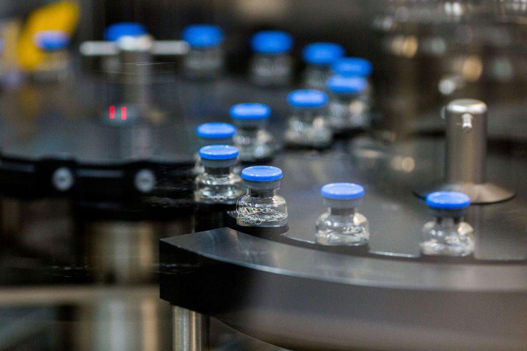 歐洲聯盟執行委員會今天批准使用抗病毒藥物瑞德西韋(remdesivir)治療20...