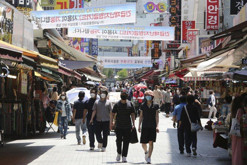 韓國境內確診感染新冠肺炎新增51例,非首都圈確診人數大增,其中光州單日確診數首次達到雙位數。美聯社