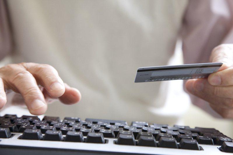 網路購物放便又迅速,但遇上網路當機時卻容易發生定訂錯商品的情況。圖片來源/ingimage