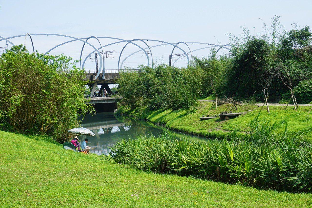 冬山河生態綠洲園區內規劃有梯田、菜園、濕地和山林等多元景觀,就像是宜蘭的縮影。 ...