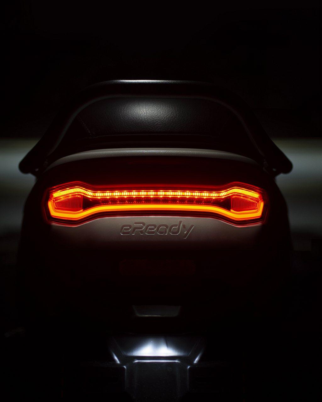 整體燈型的輪廓設計,創造出極度高質感的品牌車款辨識性,具科技感的酷炫尾燈在車流中...