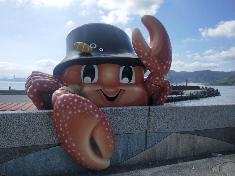 螃蟹主題公園有各式各樣的螃蟹裝置藝術,可愛討喜,有花蟹、石蟳、三點蟹等。 圖/游...