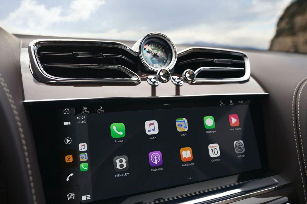 滿屏無框的10.9吋螢幕與飛翼造型的冷氣出風口更顯雅致。 摘自Bentley