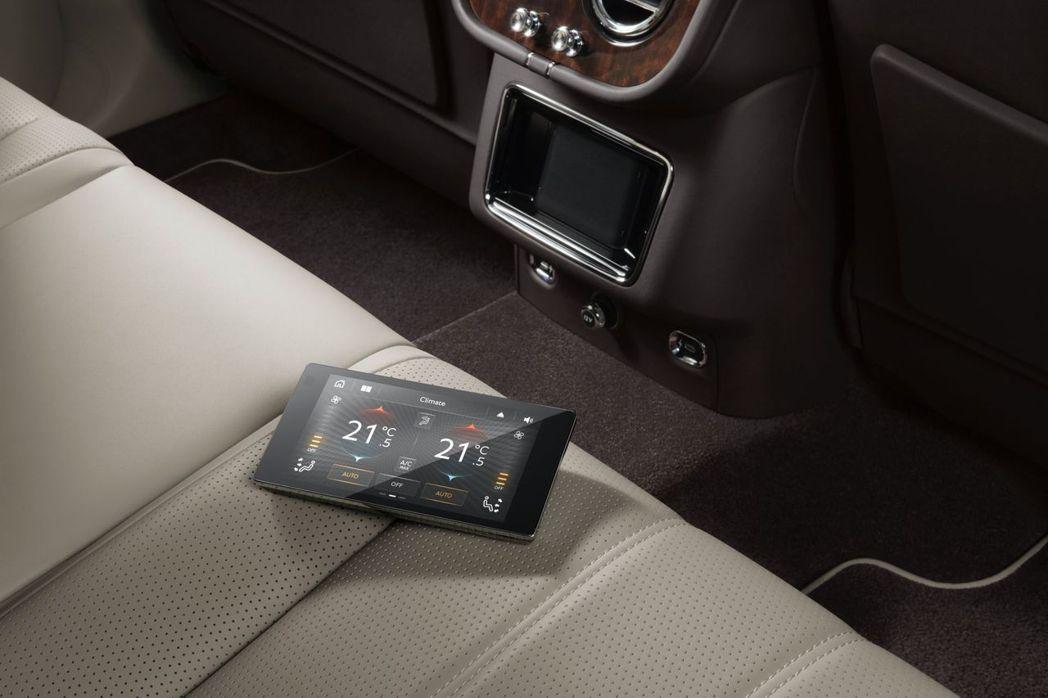 後座乘客也擁有處理速度更快的觸控平板。 摘自Bentley