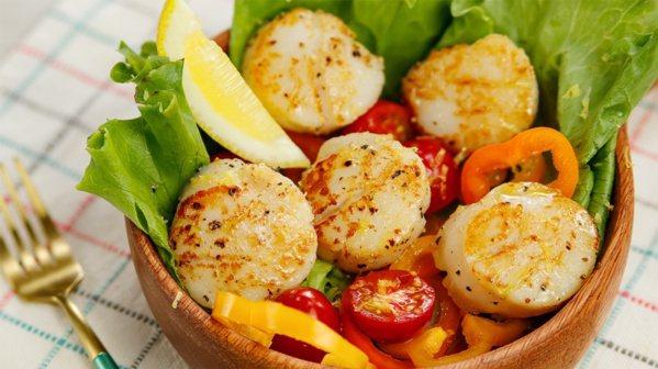 香煎干貝暖沙拉。 圖/幸福文化提供
