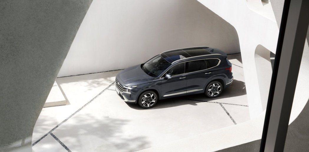 小改款Hyundai Santa Fe車身尺碼稍有變化。 摘自Hyundai