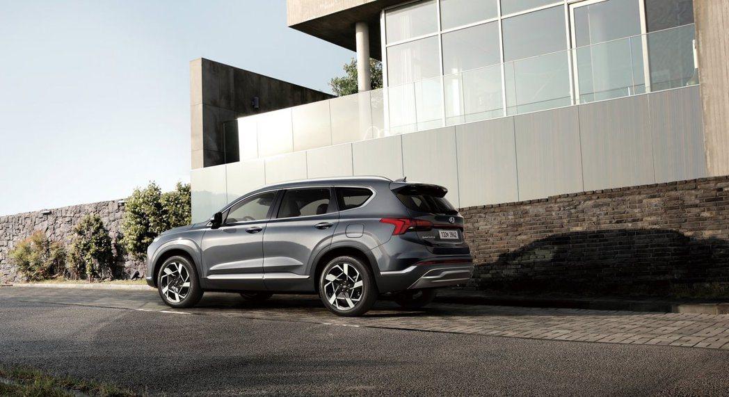 小改款Hyundai Santa Fe可不只有外觀改變這麼簡單而已。 摘自Hyu...