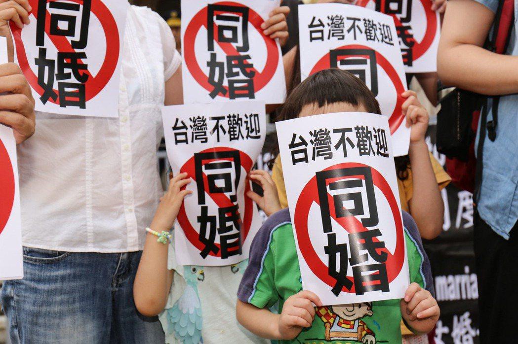 在台灣,每次爭論歧視問題,類似說法都會出現:「男女已經很平等了」、「現在社會已經沒有歧視同性戀了」、「現在原住民已經有正常地位了」。 圖/聯合報系資料照