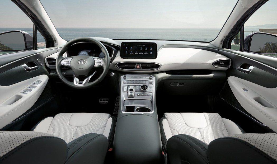 小改款Hyundai Santa Fe內裝最大的不同就是換上了全新線傳式排檔。 ...